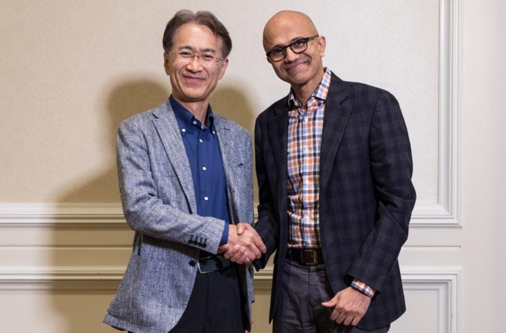 Kenichiro Yoshida, CEO Sony en Satya Nadella, CEO Microsoft